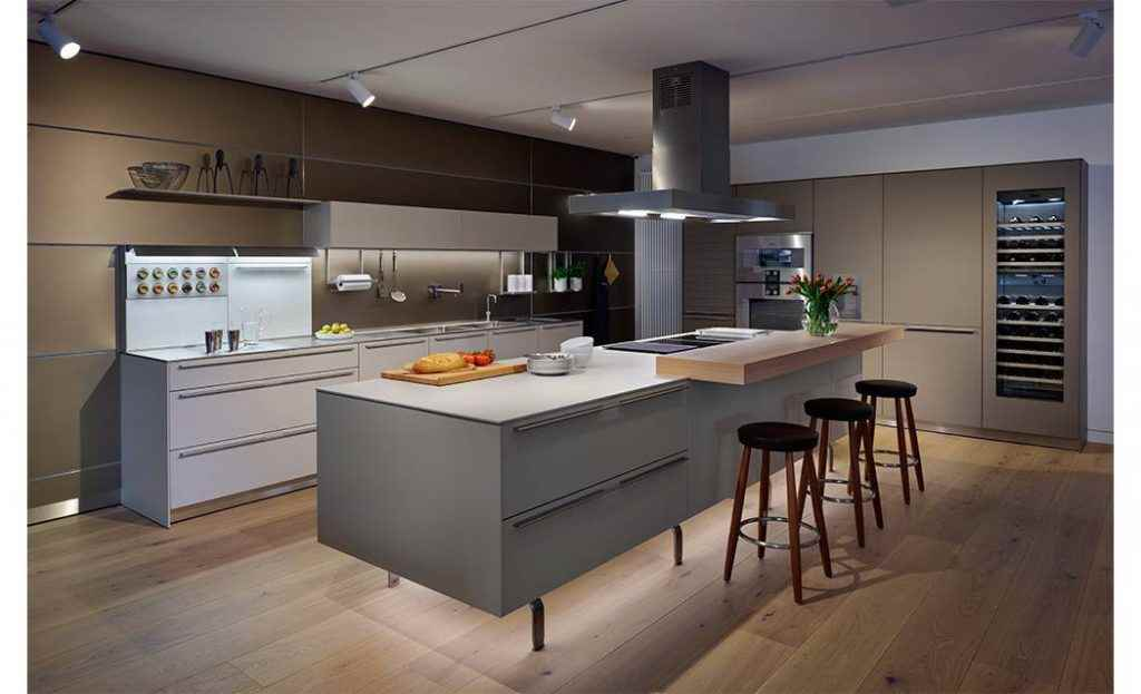bulthaup-b3-kitchen-with-sand-beige-aluminium-wall-panels